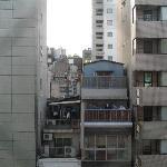 窓から撮った風景(街中ですが防音が良いのか静かでした)