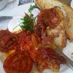 poached eggs with chilli jam, tomatoes and procuitto