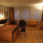 Room 402 (1)
