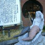 人魚館前の人魚像