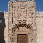 Fachada principal del Museo en el Colegio de San Gregorio
