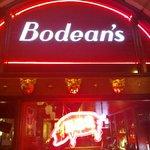 Bodean's entrancing entrance