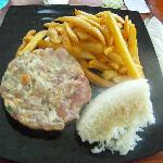Le Tartare de thon du MOZ CAFE accompagné au choix de riz ou de frites (ou les 2 lol)
