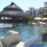 Infinity pool with swim up bar