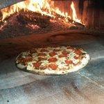 pizza en horno de lena!