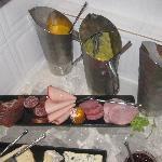 Frische Fruchtsäfte und hochwertiger Aufschnitt, von einem deutschen Hersteller auf der Insel pr