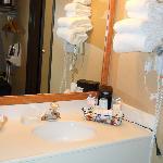 Separate mirror/sink area