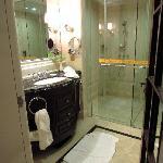 bathroom (Maoming Xilong)