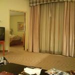 室内からベッドルームを見る。