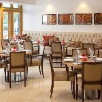 Lowndes Bar & Kitchen offers all-day dining in a relaxed atmosphere