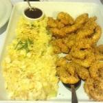 camarões crocantes com risoto de brie e abobrinha.