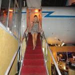 scendendo dall'aereo