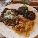 Delicious: Beef, black rice and fried bananas - only 5,5 CUC