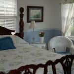 Annie Elizabeth Guest Room