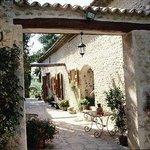 Cour intérieure - Interior courtyard - Moulin Arizzi