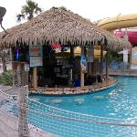 swim up bar !!