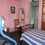 habitación con baño privado, tv cable
