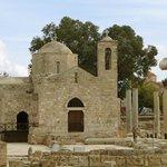 Die kleine Kirche auf den Grundmauern der großen Basilika