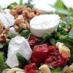 Goat cheese, mixt salad, cherry tomatoes, nuts, raisins and raspberry balsamic vinegar.
