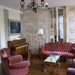 Domaine la Fontaine - cosy lounge with fireplace and piano