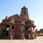 SSanctuaire en face de l'hôtel: temple de Shiva