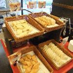 無料の朝食 パン類食べ放題 飲み物も無料