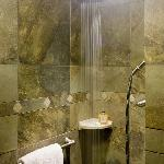 Shower with Rainmaker Head in Magnolia Suite