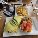 omlete + salad + potato & onion = DELICIOUS