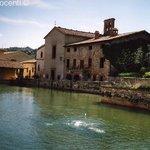 Vasca e chiesa di S. Giovanni Battista