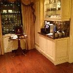 Fairmont Gold Lounge - tea/coffee area