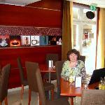 Frühstücksraum und Lounge des City Hotel Budapest mit WLAN Empfang