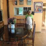 Maria quien sirve deliciosos desayunos