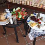 Service: Salat und Käseplatte am Abend