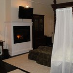 Grand Laurel With Fire Place