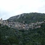 Sorge, village médiéval perché au creux d'une vallée encaissée