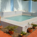 Clean safe cooling off pool