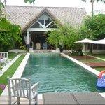 4 room pool