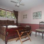 Meritage queen room with ensuite and lake views
