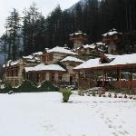 Overview of the resort after a snowfall. Sanja Chulla restaurant on the right