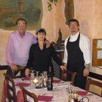 scorcio del locale con gli affreschi ai muri e i gestori:la famiglia Gramolelli