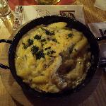 Schupfnudeln in Schwammerlsauce mit Bergkäse überbacken (Gnocchi di patate in crema di funghi, g