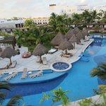 Main pool with Lobster and Grill restaurants