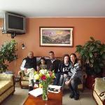 Hotel Sandmelis en recepcion con Cesar Cisneros y famila Che Toba