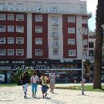 ala del hotel que da hacia la plaza y el casino