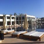 Réception et petit salon, piscine pr la 1ère partie des chambres