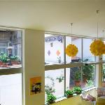 reception con lampade e scorcio terrazzo
