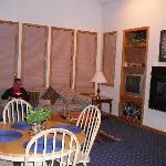33E Lounge
