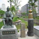 大友亀太郎の銅像