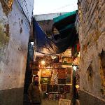 Pathways towards Hazrat Nizamuddin Darga