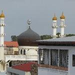 Vanaf het balkon, ingezoomd op de moskee
